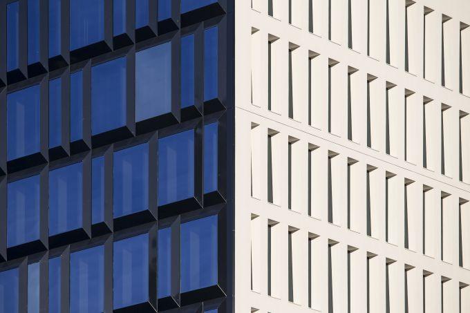 Le due differenti facciate di The Corner a Milano
