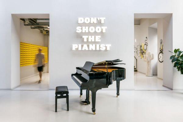 Il pianoforte a coda nello The Student Hotel Firenze Lavagnini