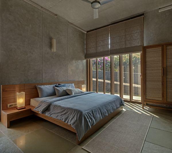 La camera da letto della villa che sorge ai piedi dei monti Sahyadri, in India
