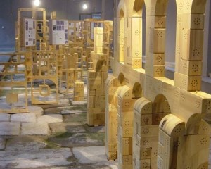 La Casa de la Moneda a Segovia ospita un acquedotto e un labirinto in  legno 1