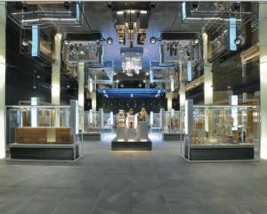 """Realizzazione Museo Egizio, la pavimentazione dell'Ipogeo del Museo Egizio di Torino, realizzata con la collezione Percorsi Extra, della linea In&Out di Ceramiche Keope, cm. 30x60 e 60x60 color Pietra di Faedis. La nuova area, che si trova al di sotto del cortile del Palazzo dell'Accademia delle Scienze, ha subito una ristrutturazione ed è stata inaugurata il 1 agosto 2013. Il progetto curato da Isolarchitetti ha vinto la terza edizione del premio """"La Ceramica e il Progetto""""  - il concorso di architettura dell'industria ceramica italiana indetto da Ceramics of Italy, marchio settoriale di Edi.Cer. Spa - organizzatore di Cersaie - promosso da Confindustria Ceramica -  per la categoria istituzionale."""