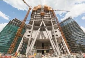 Con i suoi 220m la nuova torre del complesso Warsaw Spire  diventerà, una volta completata, l'edificio più alto della città e sarà affiancata da due edifici destinati ad uffici, alti 55m.