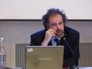 L'Architetto Claudio Sangiorgi mentre illustra il caso studio della Villa de Rosales Abbiate di Buscate