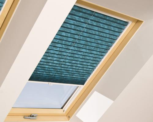 Aps fakro tende plissettate per finestre da tetto for Finestre fakro