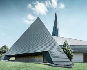 Scandole PREFA per la Chiesa cattolica di Langenau