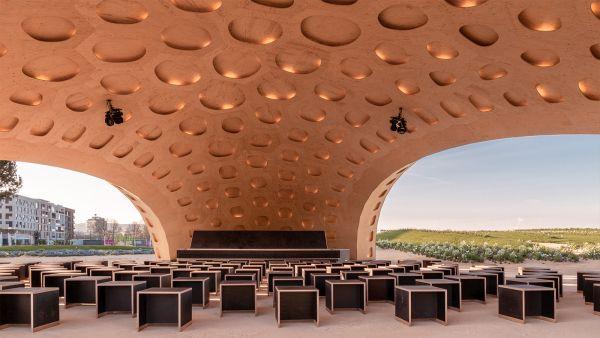 Spazio interno e flessibile per eventi del padiglione BUGA wood pavilion