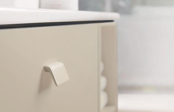 Maniglia Brioso dello stesso colore del mobile bagno