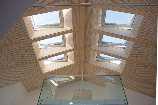 Sistema finestra per tetti roto si integra con la for Finestra mansarda