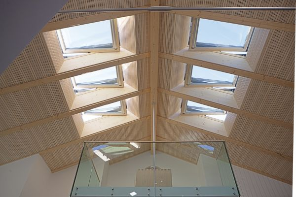 Sistema finestra per tetti roto si integra con la for Lucernari per tetti