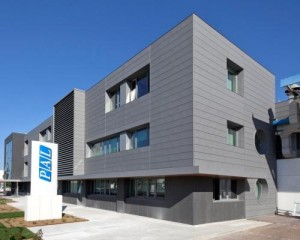 Nuova facciata realizzata con doghe in zinco titanio VMZINC