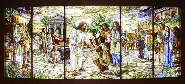 Le vetrate decorative che caratterizzano il Tempio Mormone a Roma