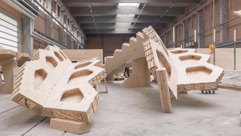 Piattaforma di produzione robotizzata per la realizzazione del BUGA wood pavilion