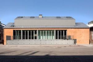 Ex capannone industriale in zona Tortona a Milano rivestito in zinco titanio VMZINC 1