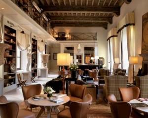 Fila per un palazzo storico di Firenze
