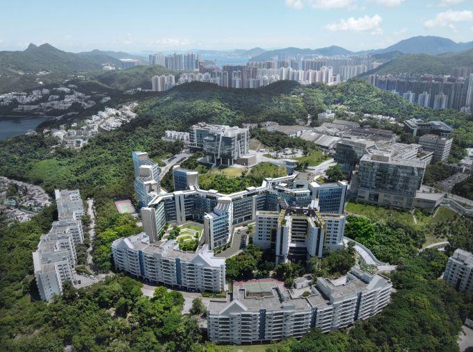 Il complesso del nuovo studentato alla Hong Kong University of Science and Technology nella zona collinare di Hong Kong
