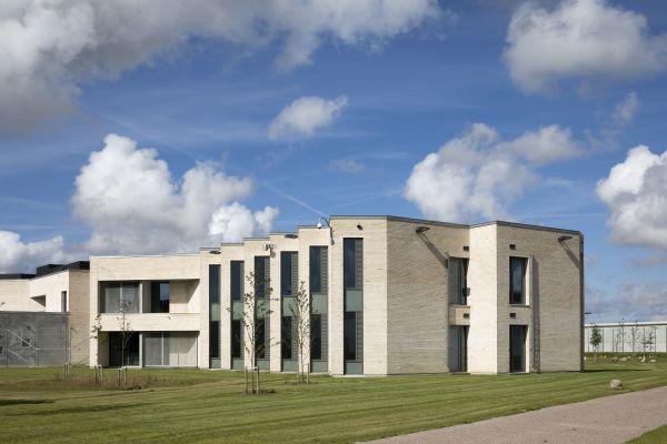 Il nuovo carcere di Storstrøm Fængsel progettato da C.F. Møller Architects.