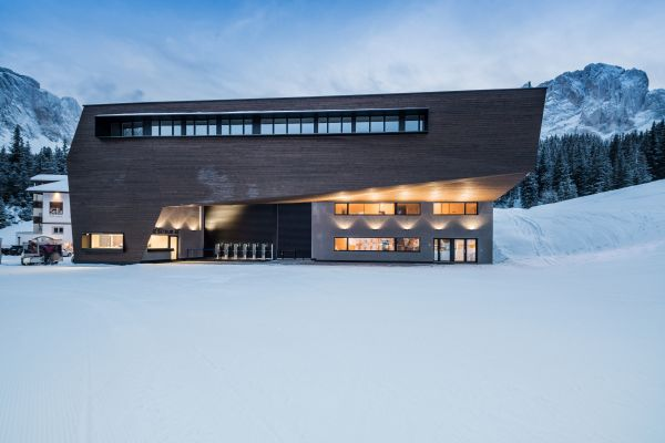Legno lamellare per il rivestimento esterno della nuova cabinovia Piz Seteur in Val Gardena