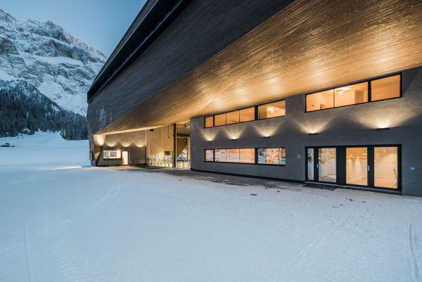 Rivestimento esterno in legno per  la nuova cabinovia Piz Seteur in Val Gardena