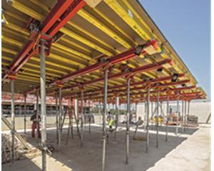 Il tavolo modulare VARIODECK, lungo fino a 6,00 m, serve per casserare solai di grandi dimensioni