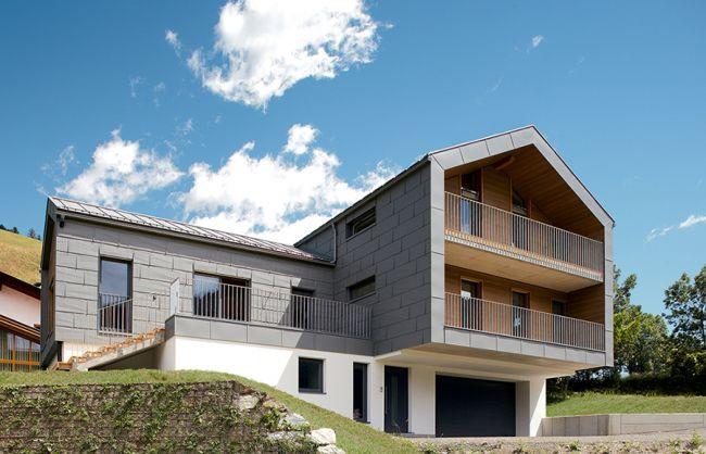 Una casa nel cuore delle dolomiti for Rivestimenti esterni in metallo per case