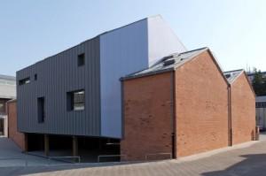 Ex capannone industriale in zona Tortona a Milano rivestito in zinco titanio VMZINC 2