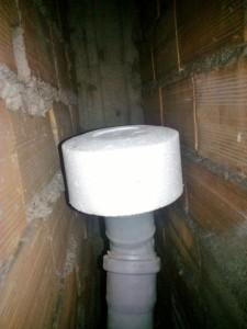 Valvole antiodore dagli scarichi - Cattivo odore bagno tubo di sfiato ...
