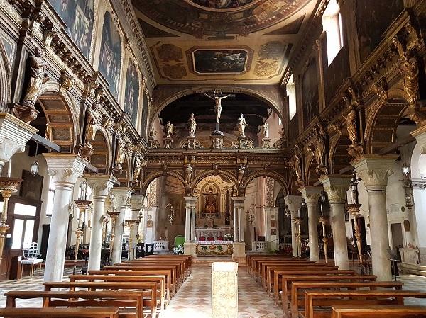 Interni della chiesa di San Nicolò dei Mendicoli