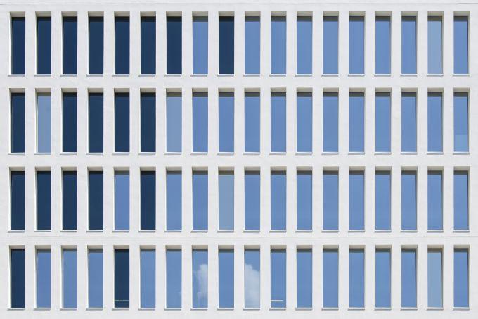 The Corner, La facciata su viale della Liberazione