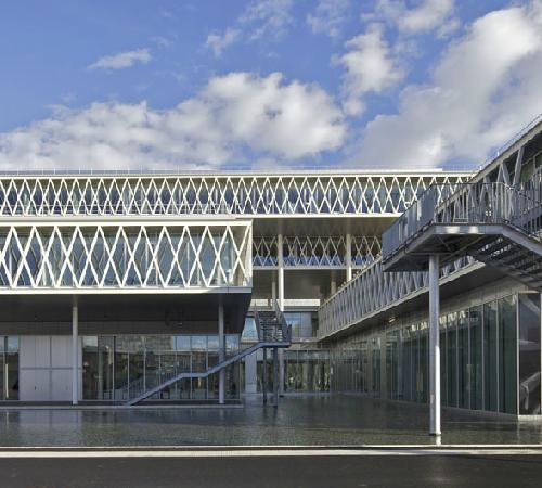 L edificio che ospita gli Archivi (220 magazzini su 10 livelli) è un  imponente monolite pensato come luogo dedicato alla memoria e alla ricerca b3248e7d6754