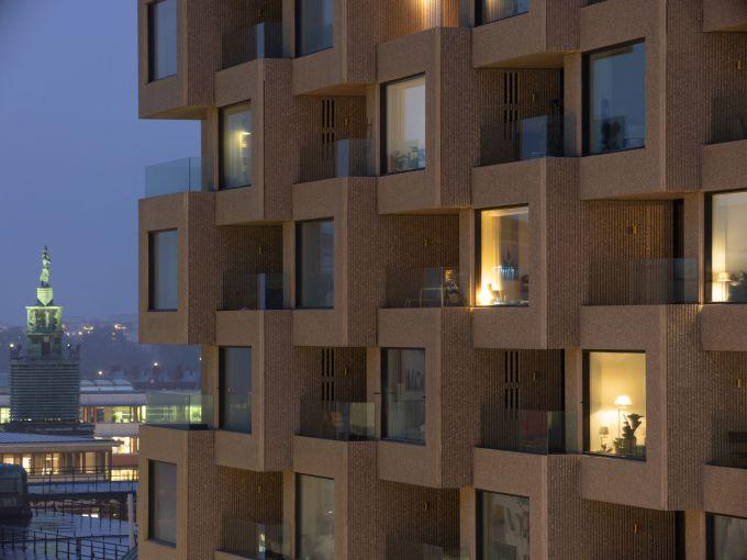 I volumi orizzontali e verticali di una delle due torri Norra Tornen a Stoccolma