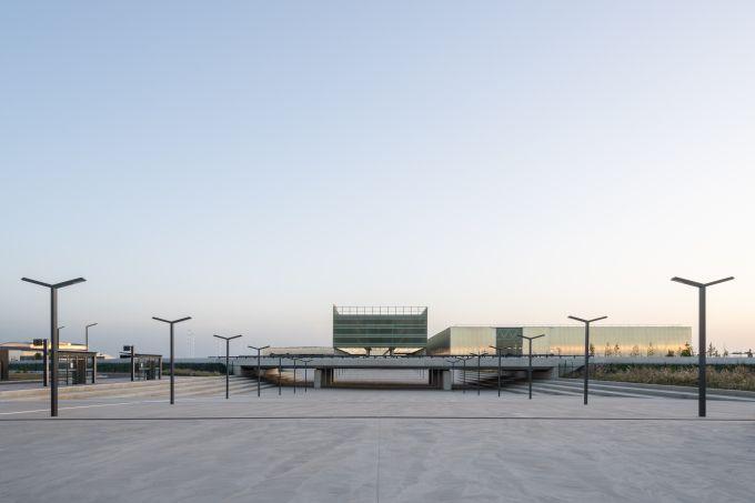 Lo spazio esterno del Meett, centro esposizioni di Tolosa