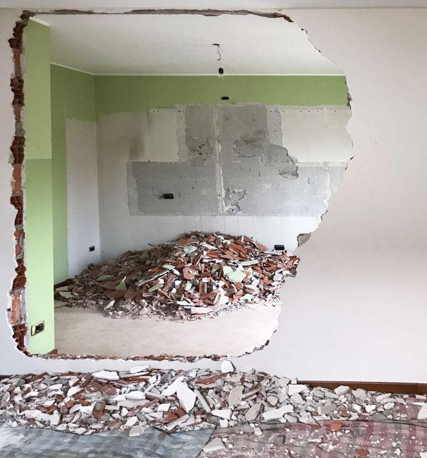 La demolizione di un muro