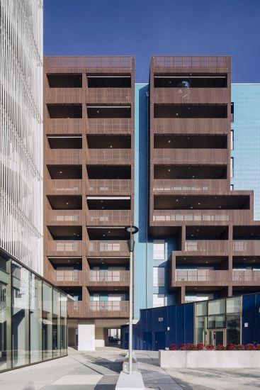 Living in the Blue a Lambrate: la facciata di uno degli edifici con gli ampi terrazzi