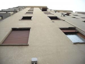 La situazione di degrado generalizzato dei manufatti di imbotte delle finestre del fabbricato oggetto di intervento