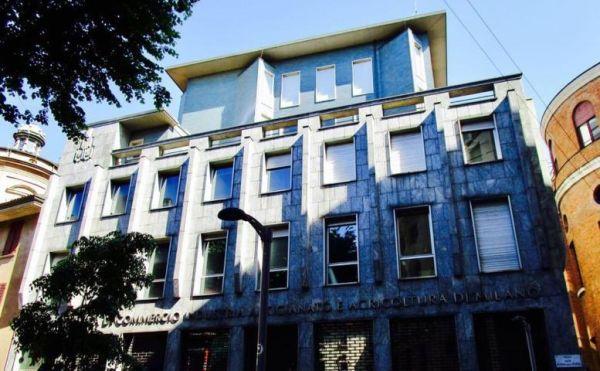 La facciata attuale dell'edificio in via di riqualificazione di via delle Orsole a Milano