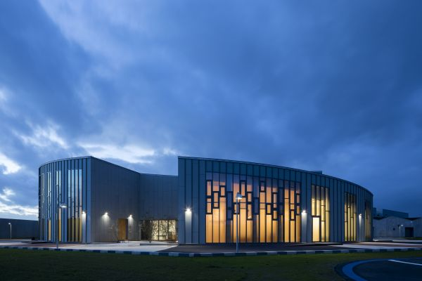 Uno degli edifici di cui si compone il carcere modello di Storstrøm Fængsel sull'isola di Falster nel Mar Baltico
