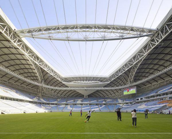 L'interno dello stadio Al Wakrah Stadium a Doha in Qatar, con copertura apribile