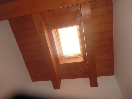 Finestre da tetto abbinate a collettori solari termici - Finestre con pannelli solari ...