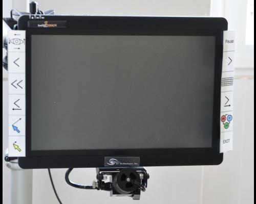 """Puntatore oculare. L'eye tracking analizza, attraverso una telecamera digitale, il movimento dell'occhio e la posizione della pupilla. L'occhio viene """"illuminato"""" da un emettitore di luce infrarossa. Il riflesso luminoso che si crea viene elaborato da un software che ne ricava la posizione dello sguardo rispetto ad un oggetto o sul display del computer."""