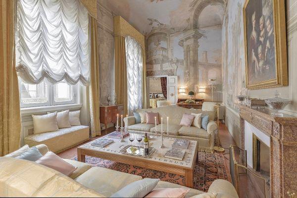 Appartamento affrescato Maggio Palace,  Oltrarno, Firenze