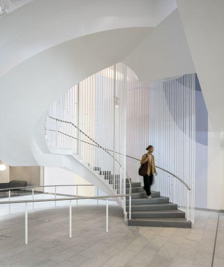 Le due scale a chiocciola collegano i vari piani dell'ospedale di Copenhagen sono in pietra naturale