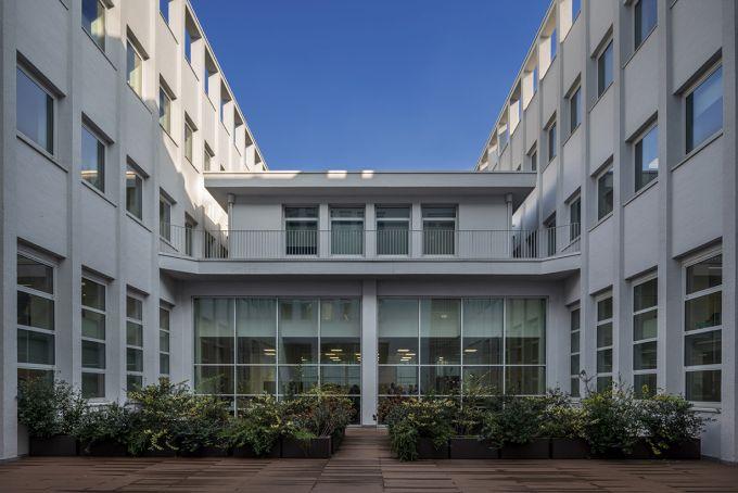Il restyling dell'edificio di Viale Sarca 222 a Milano ha riguardato anche la corte interna