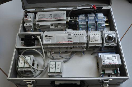 Simulatore di controllo domotico realizzato da BTicino, in primo piano si vede il webserver della piattaforma, che permette di integrare prodotti e sistemi di aziende terze.