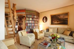 Una biblioteca come cuore pulsante di una casa (foto Nello Brancaccio – archivio lavori studio +d3)