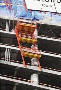 Anche le piattaforme di carico vengono sollevate su guide, senza l'ausilio della gru, grazie al sistema idraulico mobile di ripresa RCS.