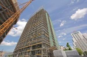 Per le facciate della torre, PERI ha fornito il ponteggio PERI UP Rosett. Anche questo sistema è stato concepito per garantire velocità di assemblaggio e condizioni di lavoro sicure.