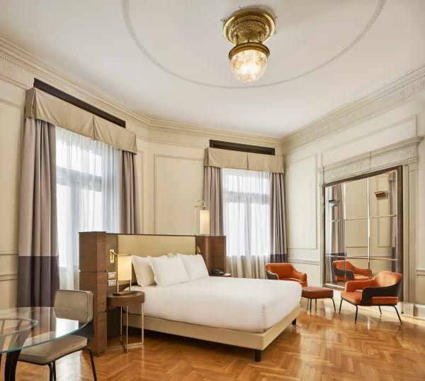 Una stanza da letto dell'Hotel Double Tree by Hilton