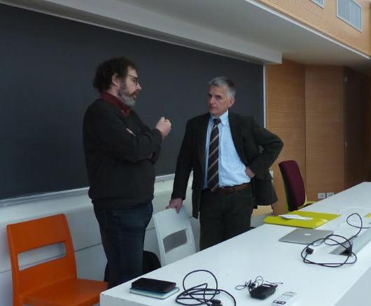 L'Ing. Wolfgang Holzfeind insieme al Prof. Claudio Sangiorgi nell'aula del Politecnico di Milano
