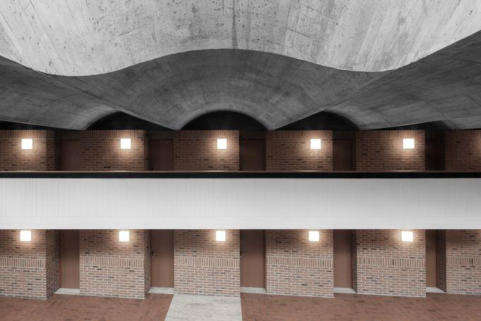 Haupthaus: il corridoio balconato con le porte delle camere per gli ospiti
