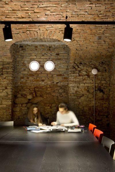 La sala studi all'interno dello studentato di via Palestro 3 a Torino